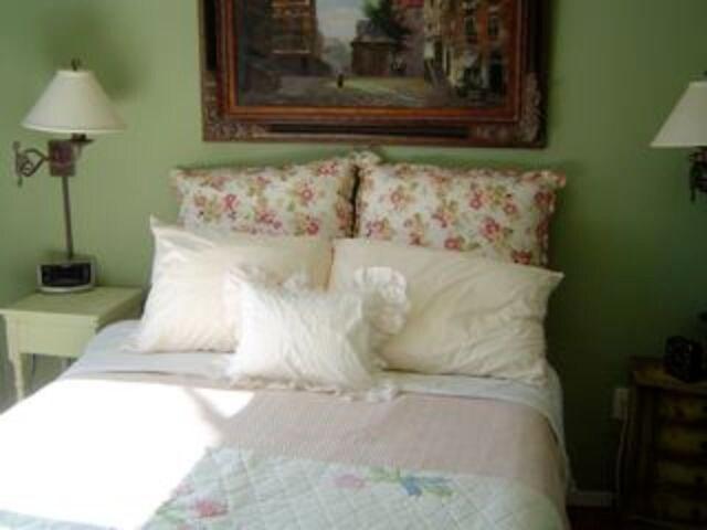 Full Bedroom has TV