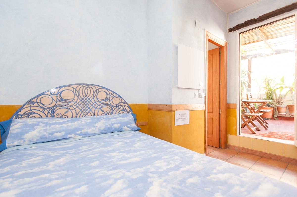Espacio dormitorio con acceso directo a la terraza