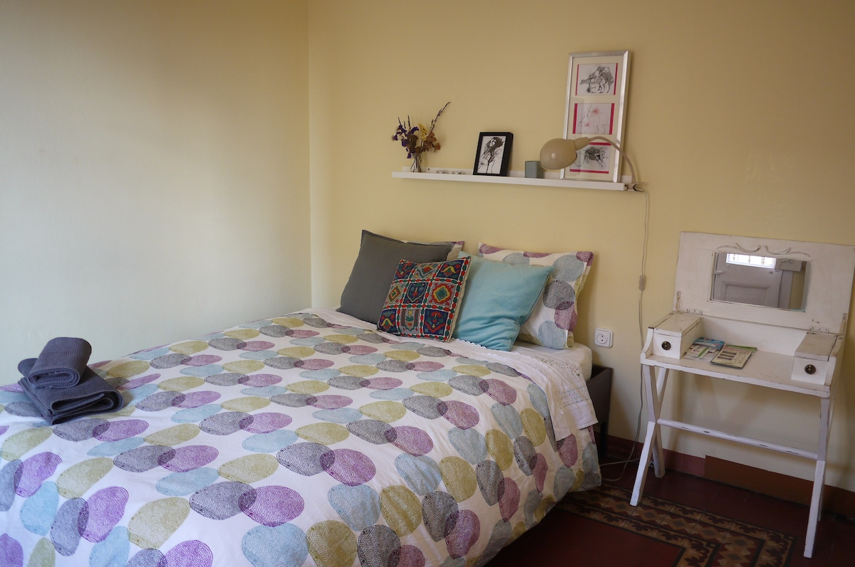 Big bed, sunny room, small nice details