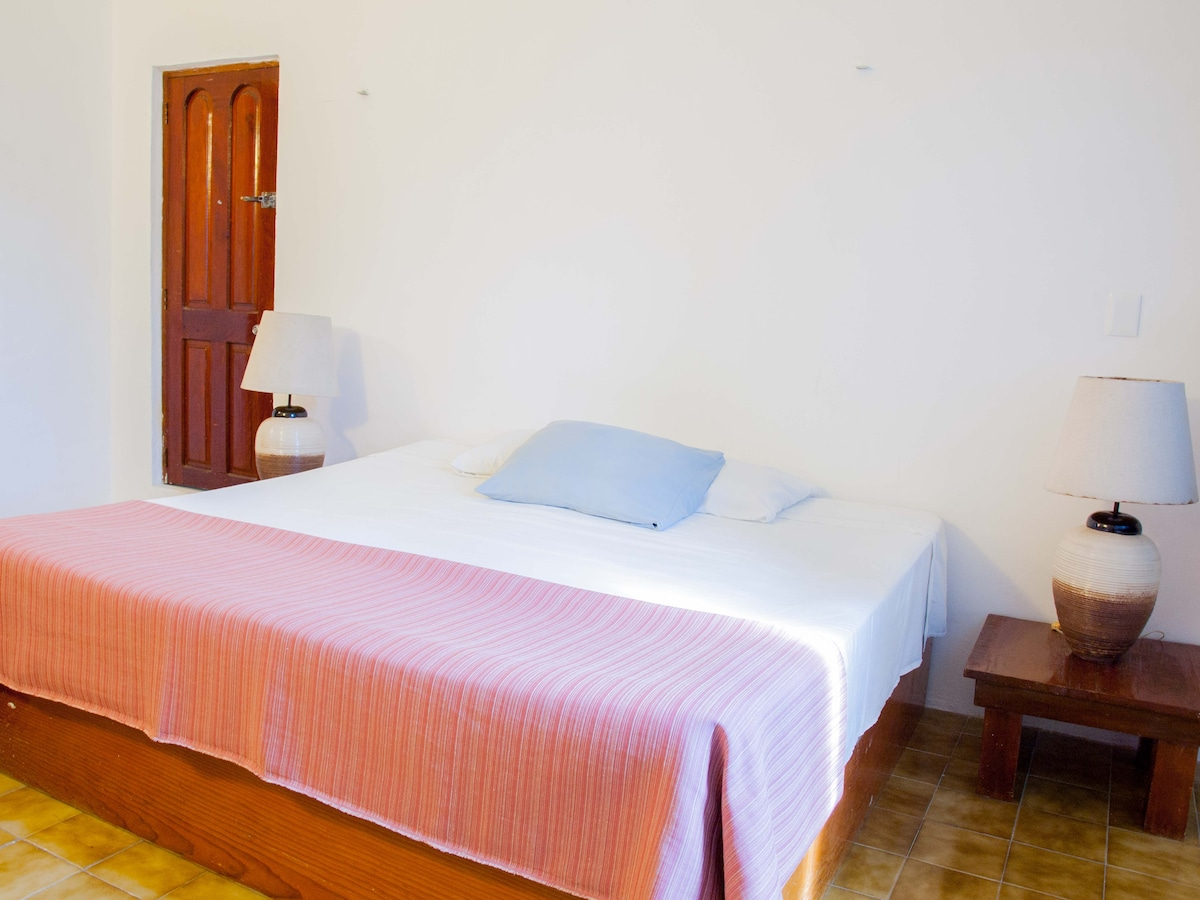 Double room with a large bed and a private bathroom
