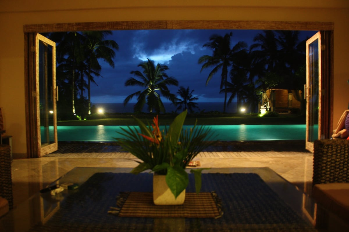Beachfront Villa Rumah Pantai Bali