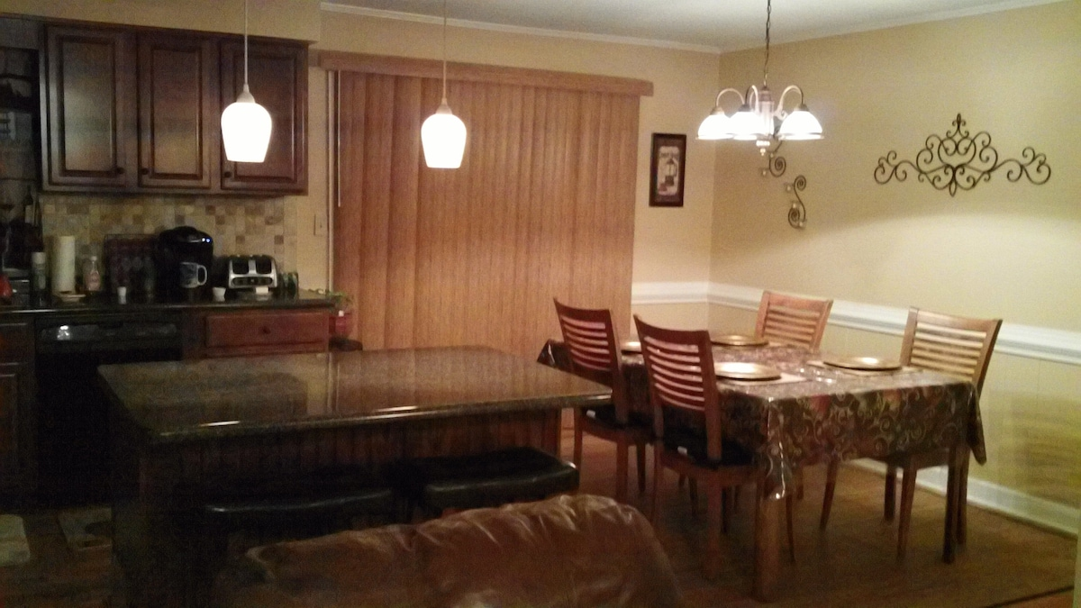 Lovely 4 beds, 3 bath home!!