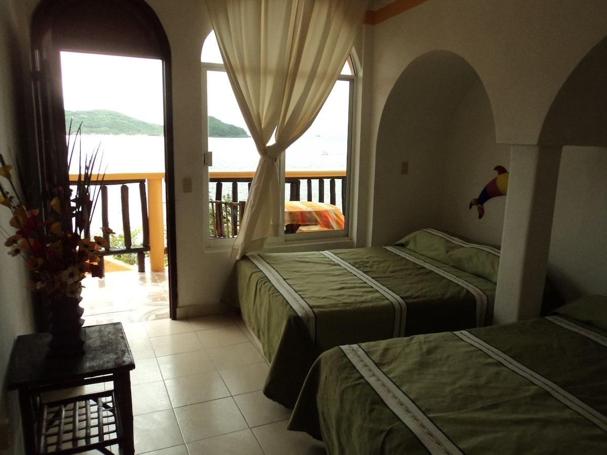 bedroom w/ 2 double beds