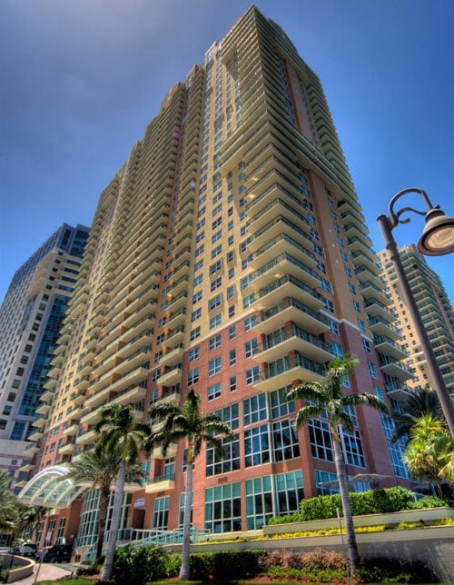 Great Brickell 2/2 bay front  !!