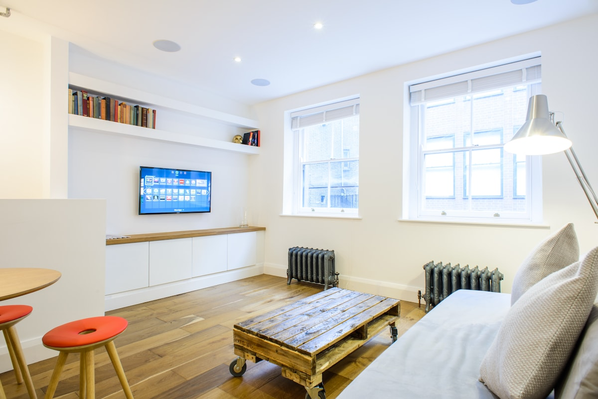 Brand new, interior designed luxury flat - classic London cool meets modern tech apartment!