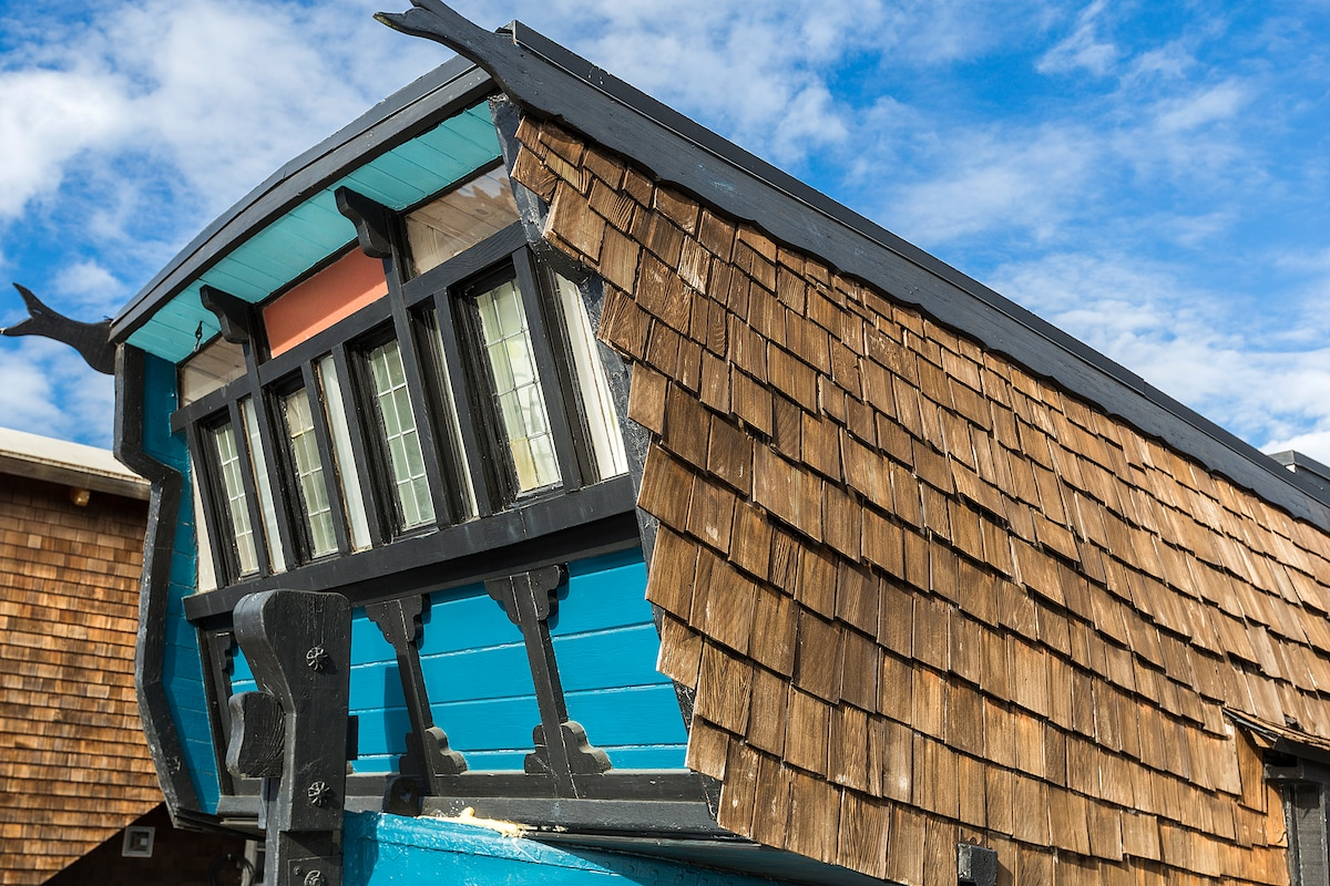 Vintage Sausalito Houseboat Cottage