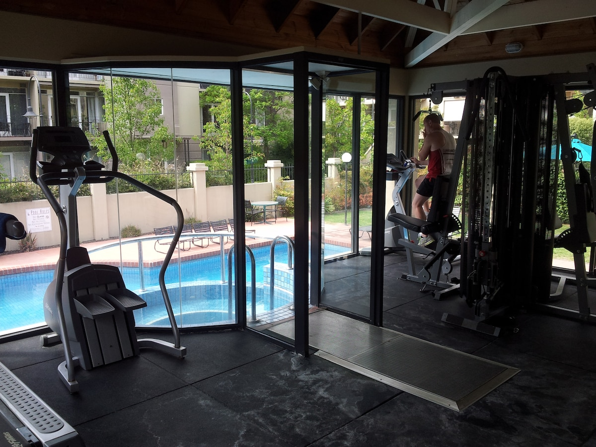 Gym overlooking the spa and pool