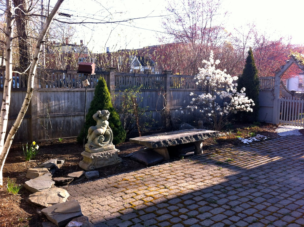 Patio & garden available to guests in season