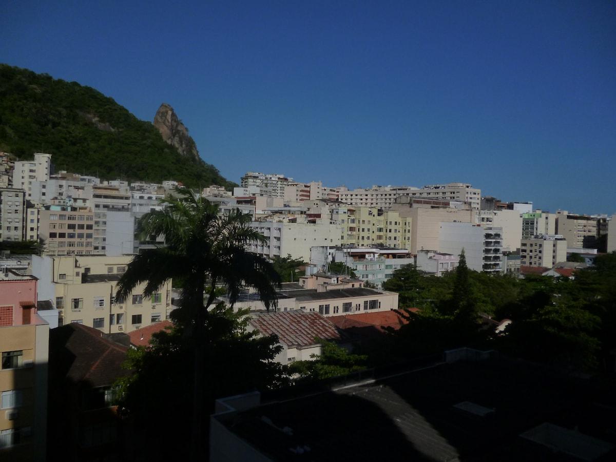 2BR Tropical Oasis Copacabana View