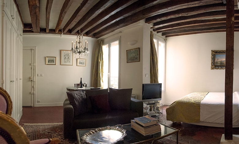 Comfortable sofa to relax after a day in the Marais