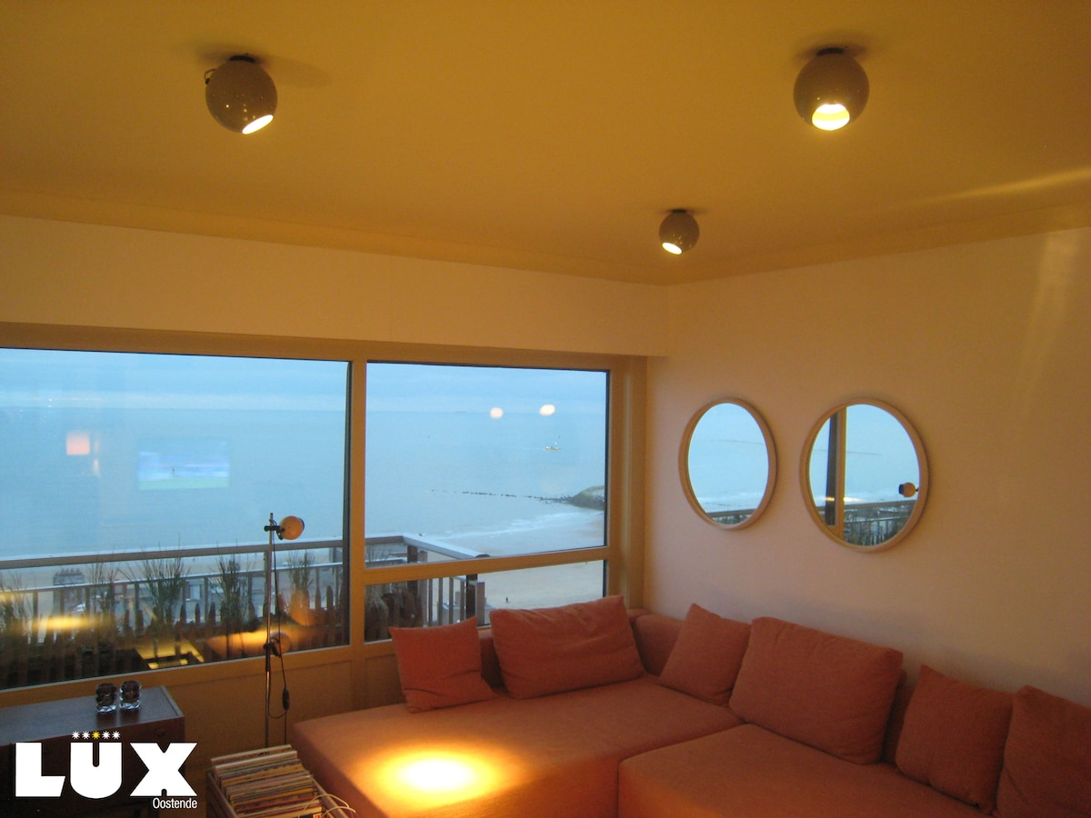 Living room with frontal sea view! The window is like a living painting changing every minute.