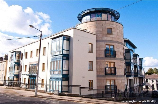 View of the apartment block. The apartment is the top 2 circular floors. The circular 'top hat' is the lounge
