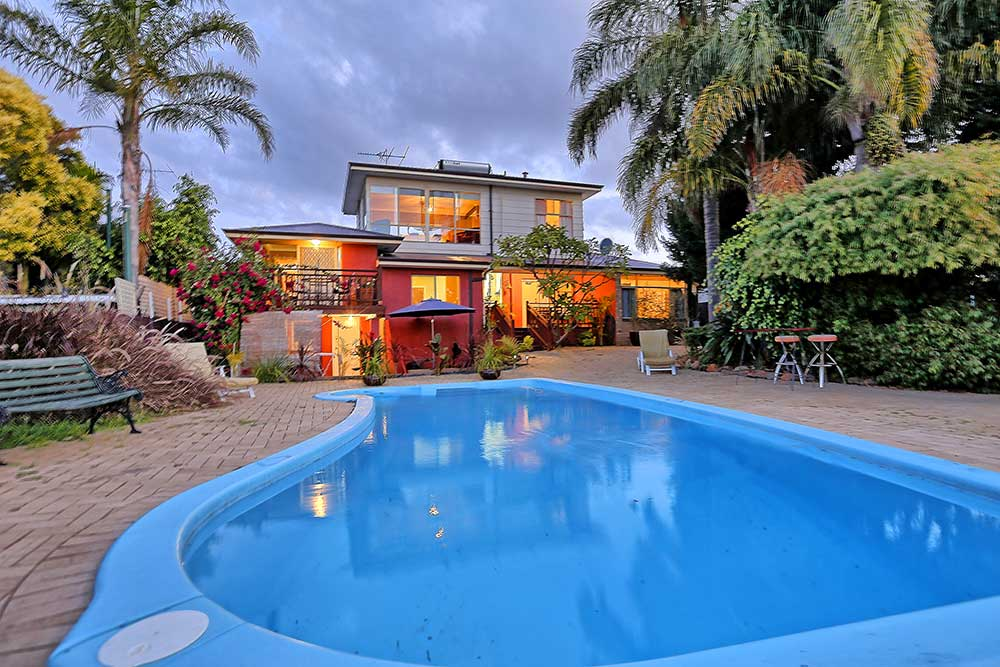 Magnificent views - self contained