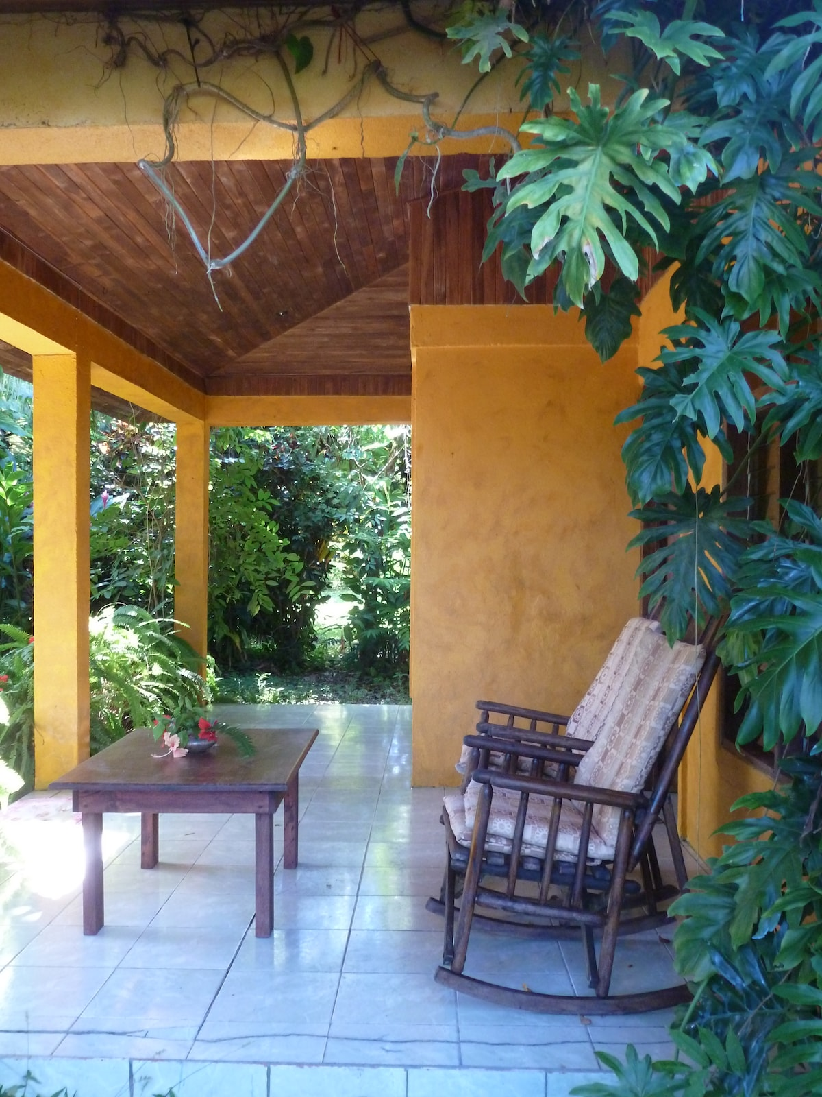 Large front porch for relazing