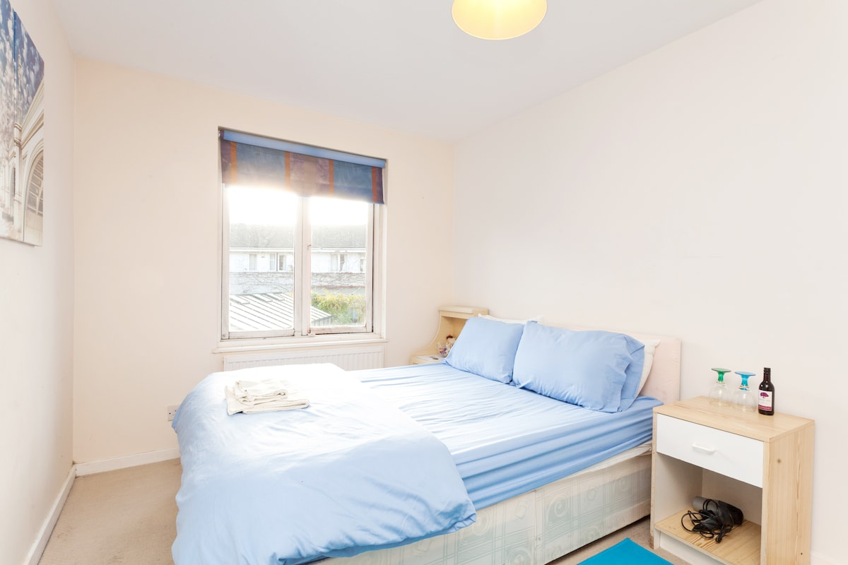 Bright, comfortable double room in a fantastic location in central London