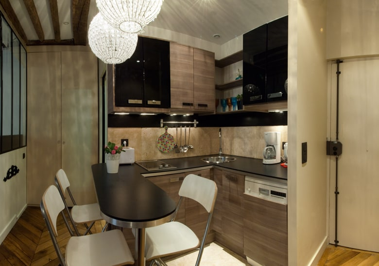 Compact kitchen with everything you need, even a dishwasher and a combo washer/dryer