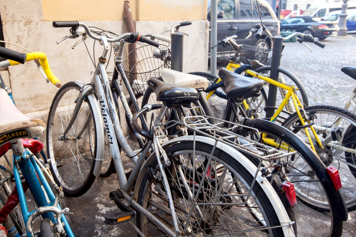 guest have two bike that can be used for walking around Rome