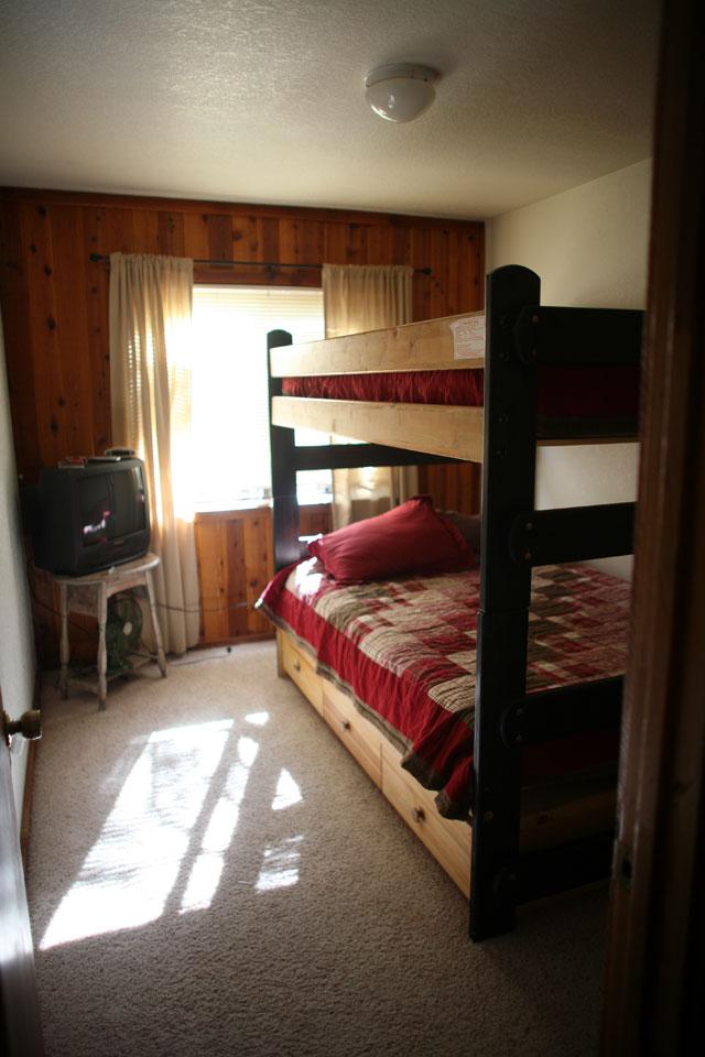 Bedroom 2 (full-sized bunks)