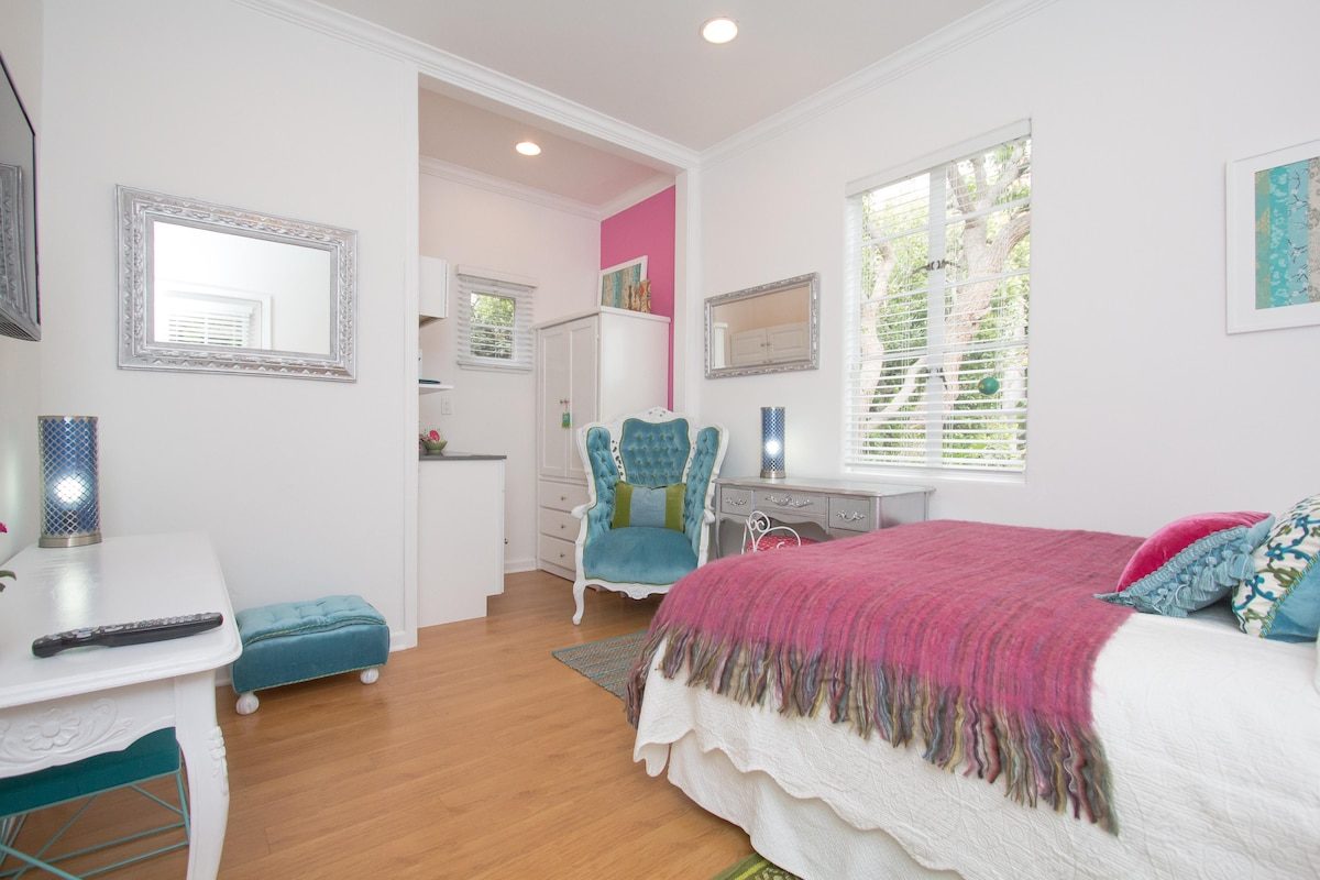Your studio. bright, design, comfortable and luxurious. Quiet and Private.