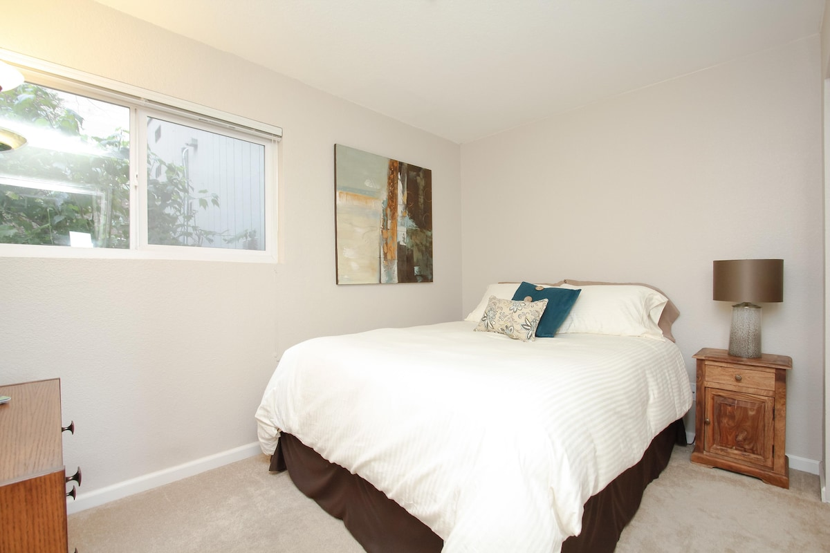 Private Rm, Six Blocks to Downtown