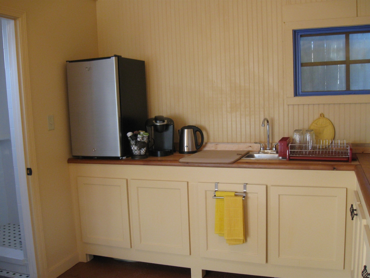 Kitchenette with small appliances, dishes, etc.