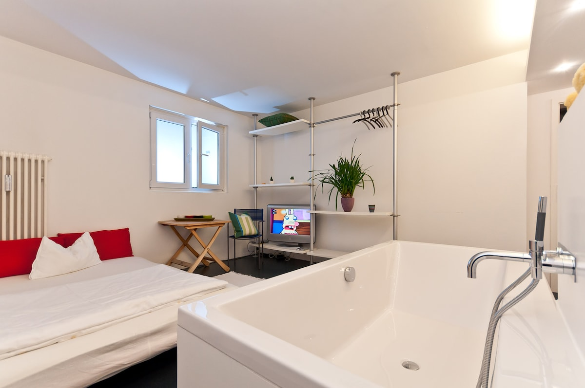 Cheap and exclusive near SBahn S8
