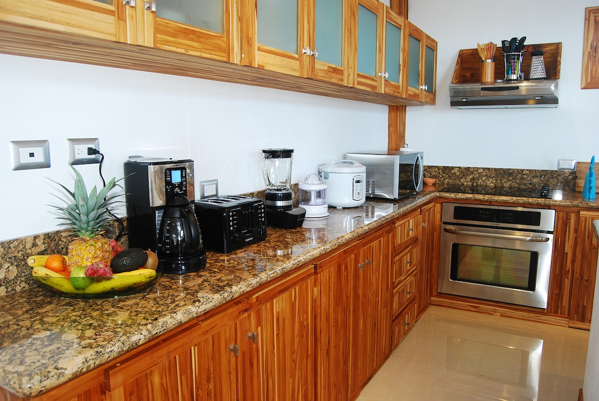 Granite Counter Tops. Fully equipped kitchen: dishwasher, rice cooker, coffee maker, blender & more