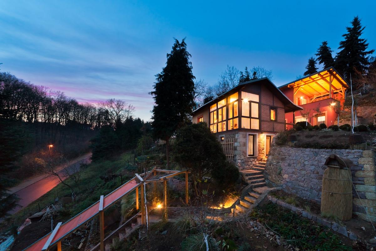 Rechts oben freistehendes Haus vermietbar