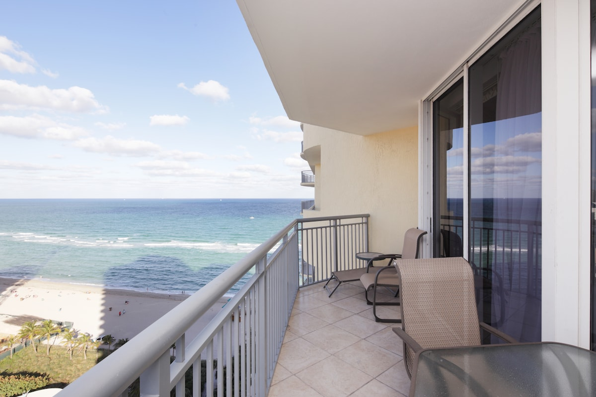 LUXURY 1 BEDROOM OCEANFRONT !