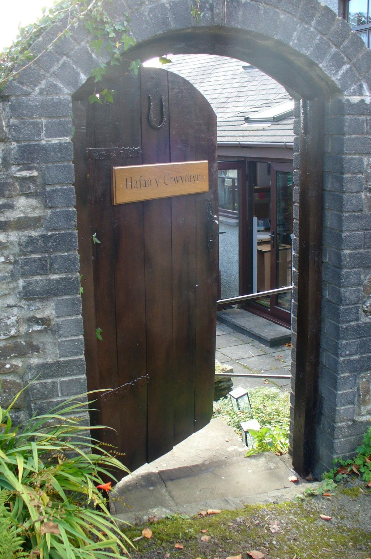 Hafan Y Crwydryn (Ha-van uh croo-uh-drin) means Nomad's Rest in Welsh