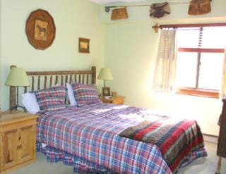 King size bed - Views of the golf course and Killington mountain
