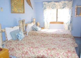 2 twin beds with Views of the golf course and Killington mountain