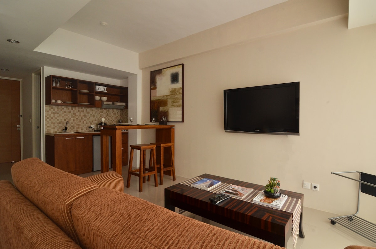 42 inch Flat TV and cable TV channels is guaranteed to give you endless entertainment.