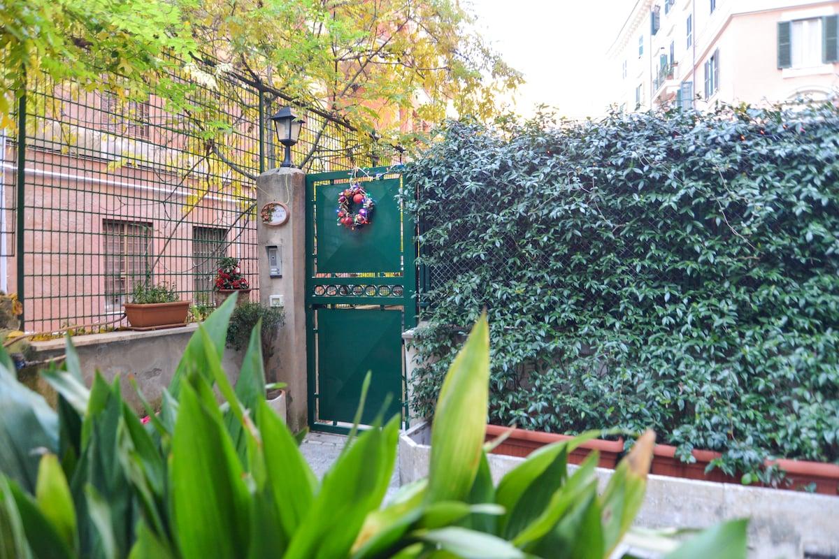 Apartament with garden near center