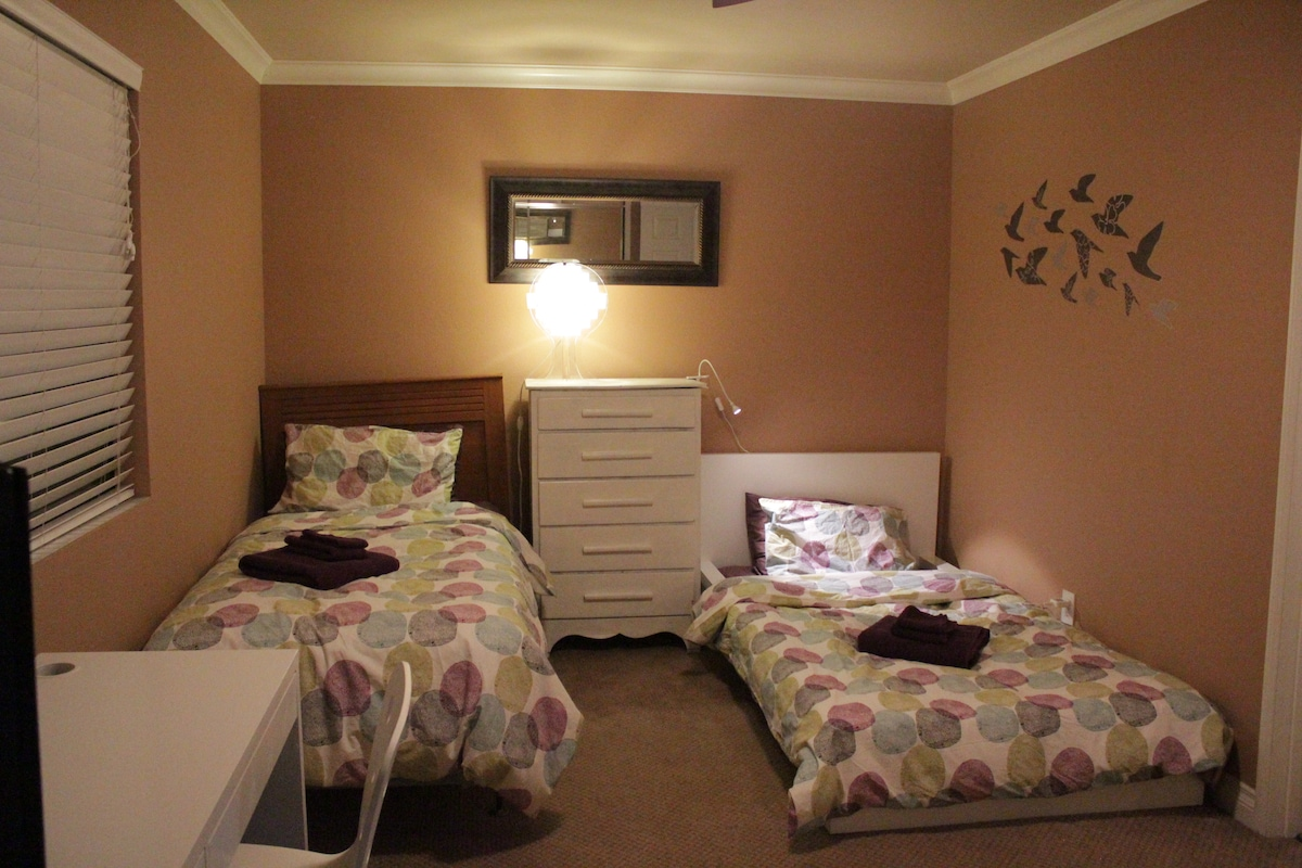 Both twin beds