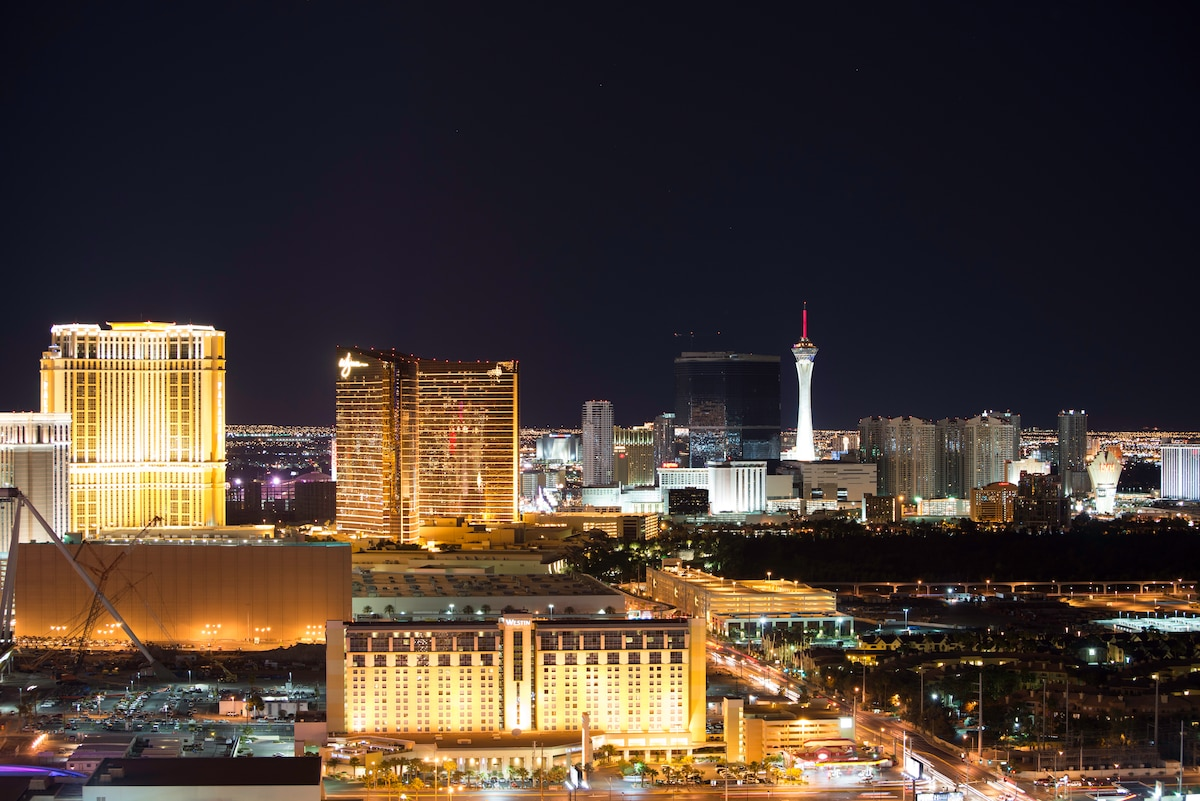 StripView 2BR/3BA Penthouse @MGMSig