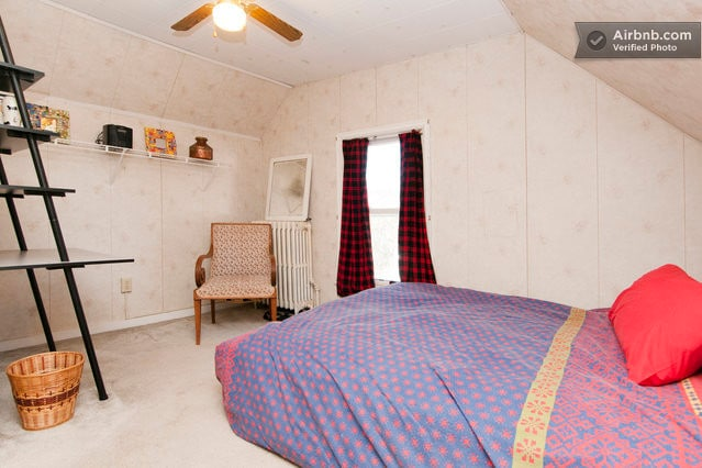 Roomy bedroom with double bed. Wifi available.