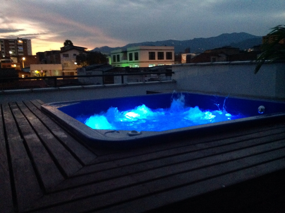 ROOFTOP HOT TUB WITH VIEW