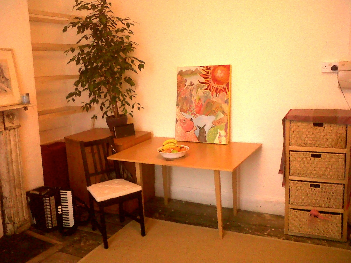 Table and small chest of drawers (all these photos are taken on my phone, apologies for the quality!)