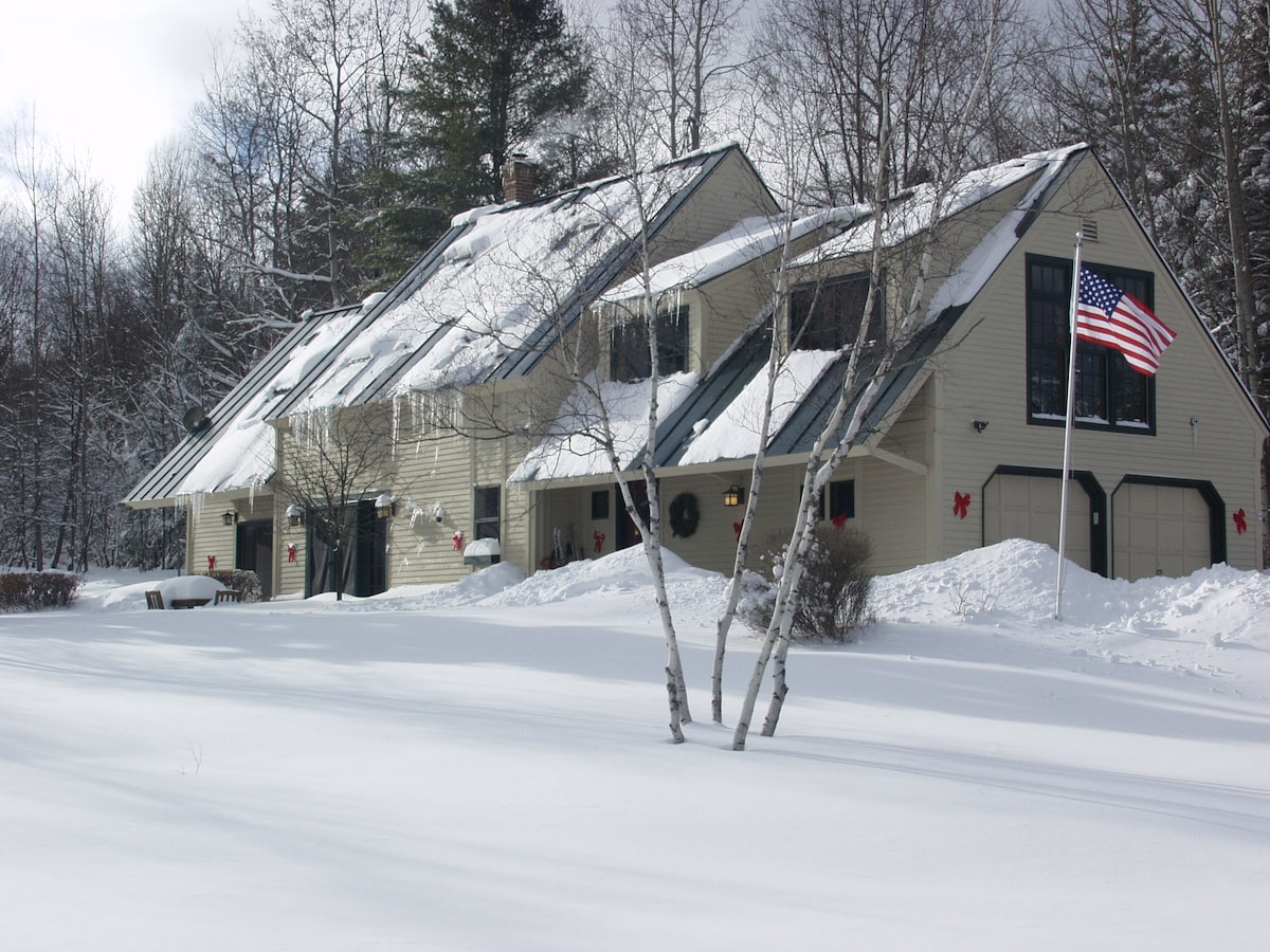 Cozy Vermont Winter Getaway Home! Cross Country ski trails out your frontyard.