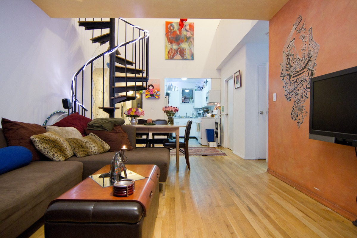 Duplex with Private Deck, Blue Rm