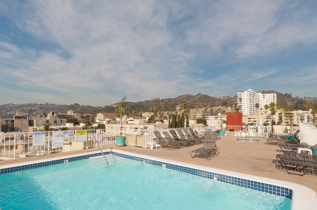 Private Suite in Hollywood w/ Pool