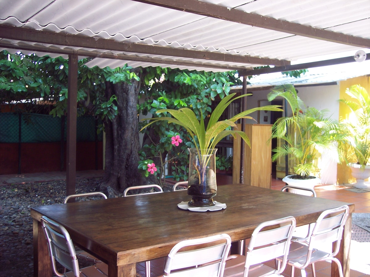 HOUSE PUERTO VALLARTA  In Cartagena Colombia South America, Zona Norte, La Boquilla, Sector Cielomar, bordered by the Caribbean Sea, the best beaches. Country house with beatiful vegetation, fully furbnished bedrooms, full bathroom in each, air conditioni