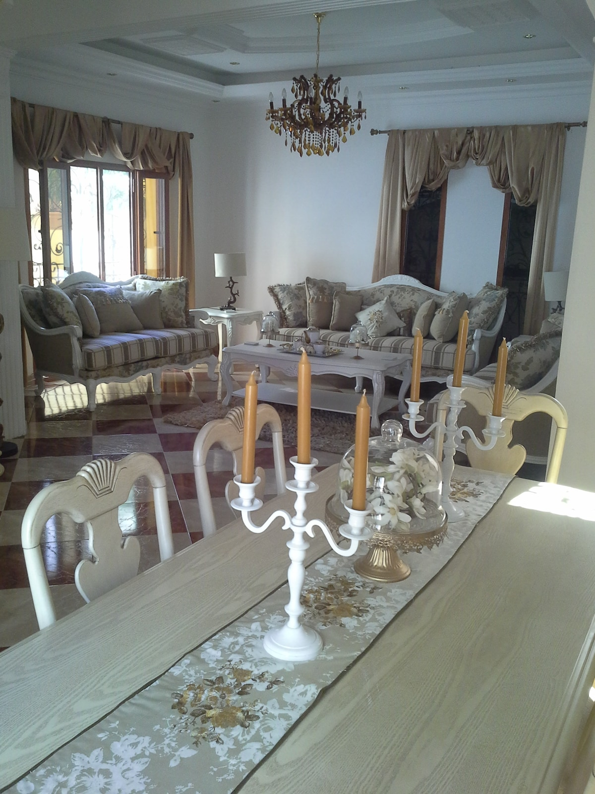 Sitting/dining room- comfortably seats 6 but will stretch to 8