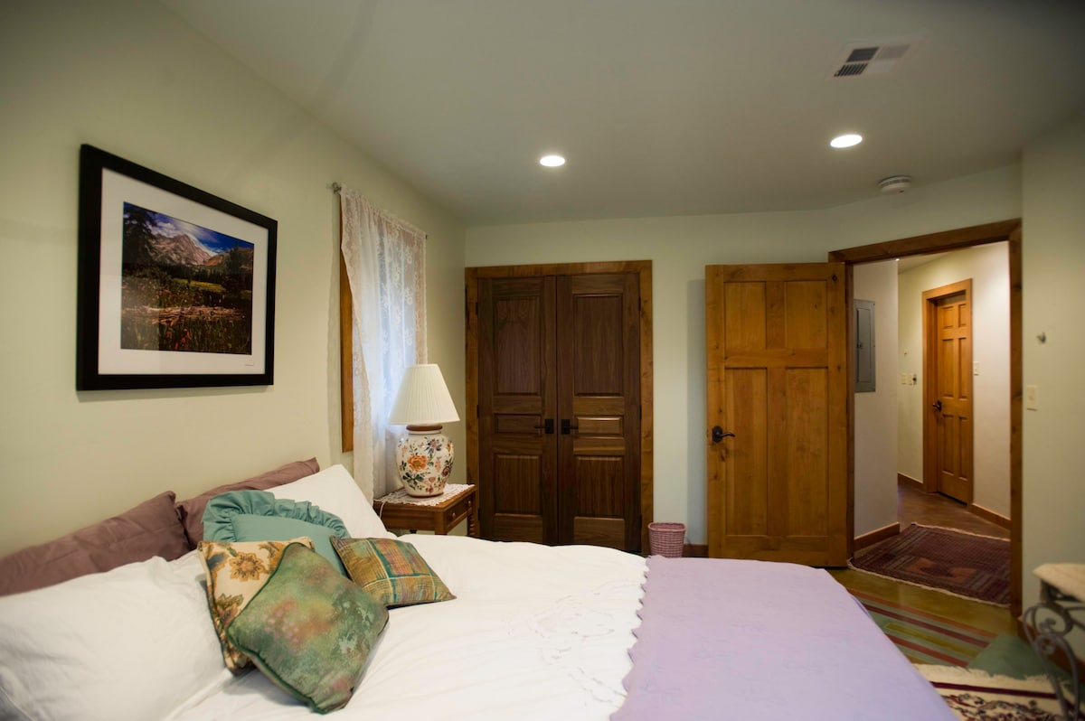 Master Bedroom has fine linens, temperapedic mattress and features custom made hard wood doors. (website hidden)