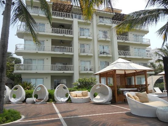This unit is 2nd floor on the left in this picture. We also have one unit on the 3rd floor facing the pool. We can rent 1 or 2 units together if your party needs space.