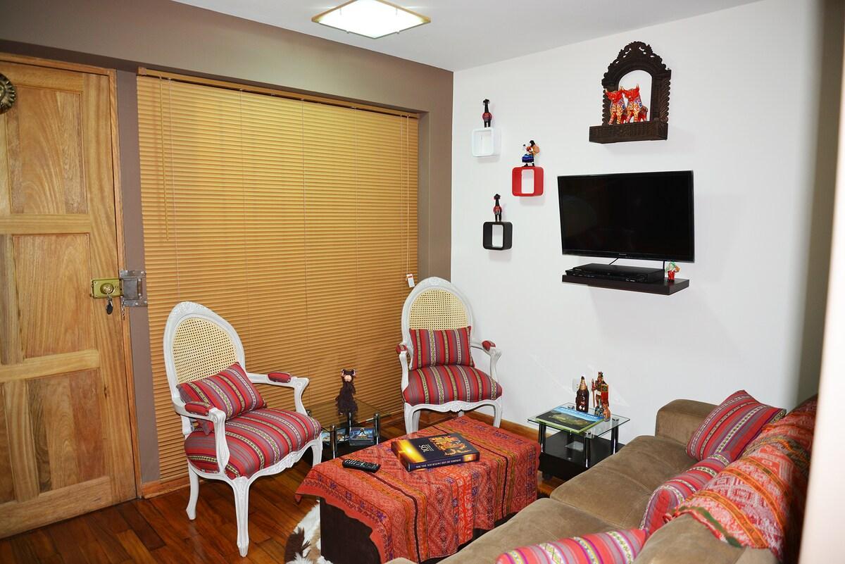 Living Room / Sala Recepción