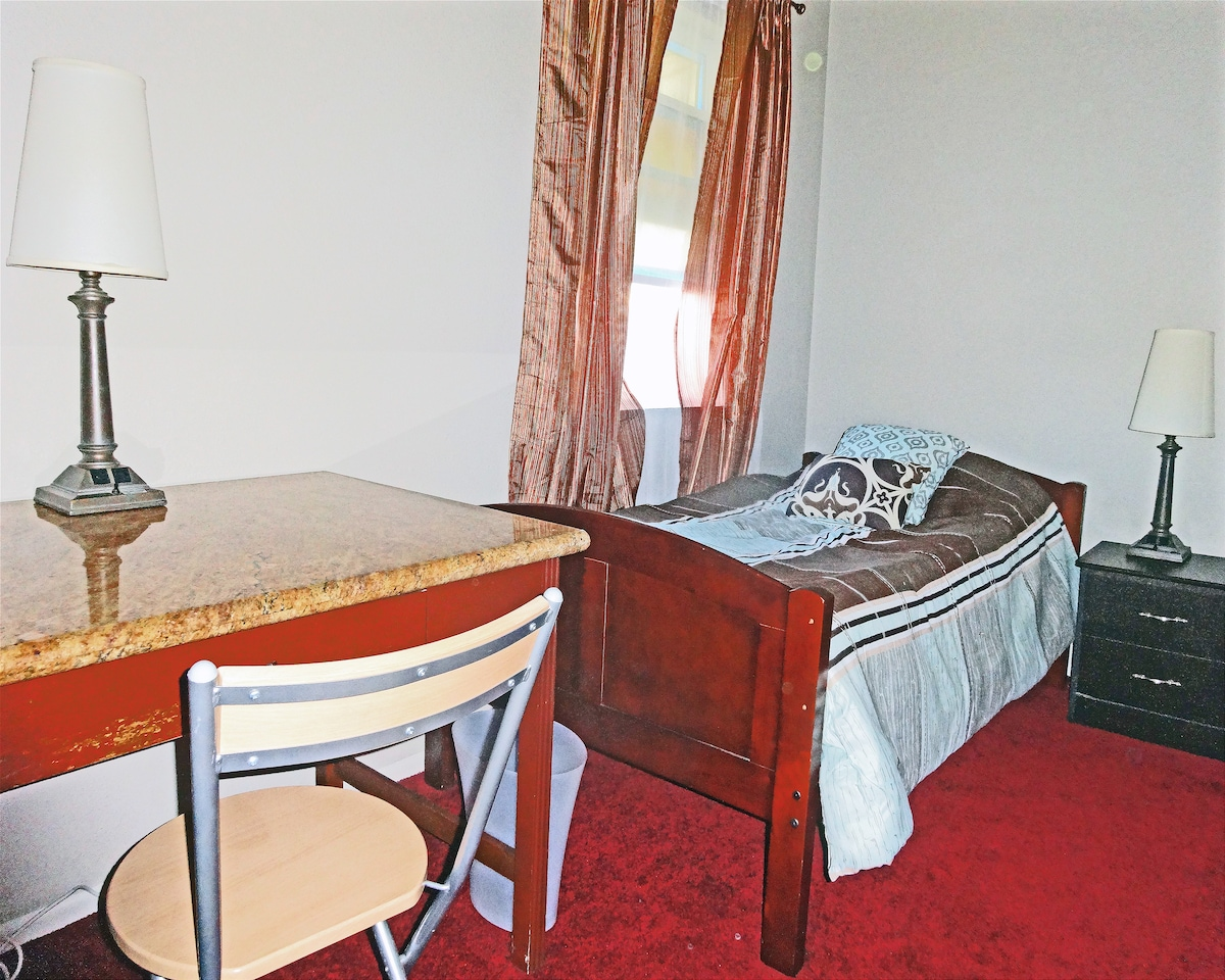 Small Room near Downtown & USC (3)