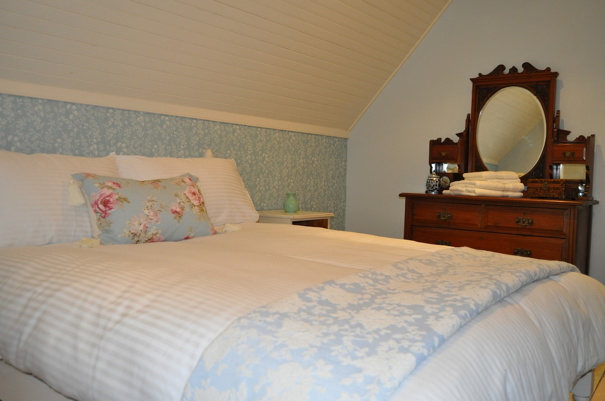 The Emer room, Standard Double Bed with seperate guest bathroom