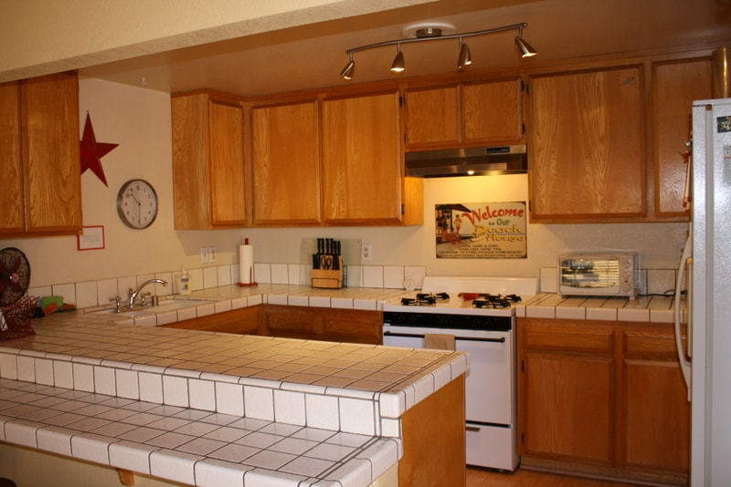 Fully stocked kitchen with microwave, toaster and toaster oven, crock pots, etc..